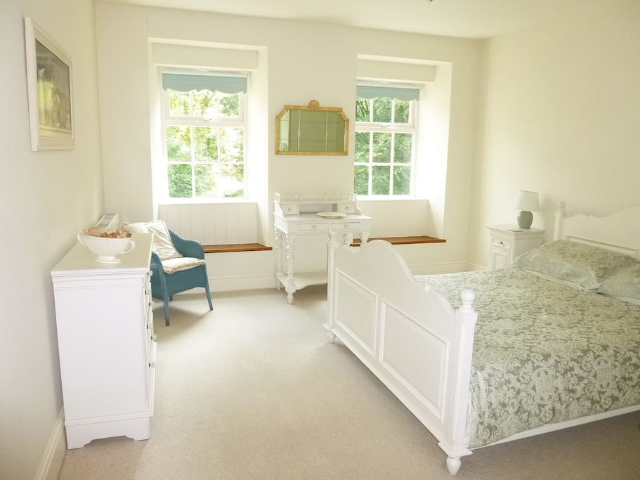Light and spacious bedroom with king size bed and large fitted wardrobe. Stunning views across the ponds and woodlands .
