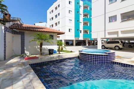 Apto no Itaguá, piscina e 2 quartos - Ubatuba