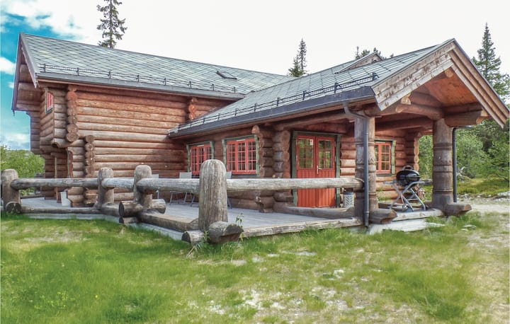 Nice home in Åkrestrømmen with Sauna and 4 Bedrooms
