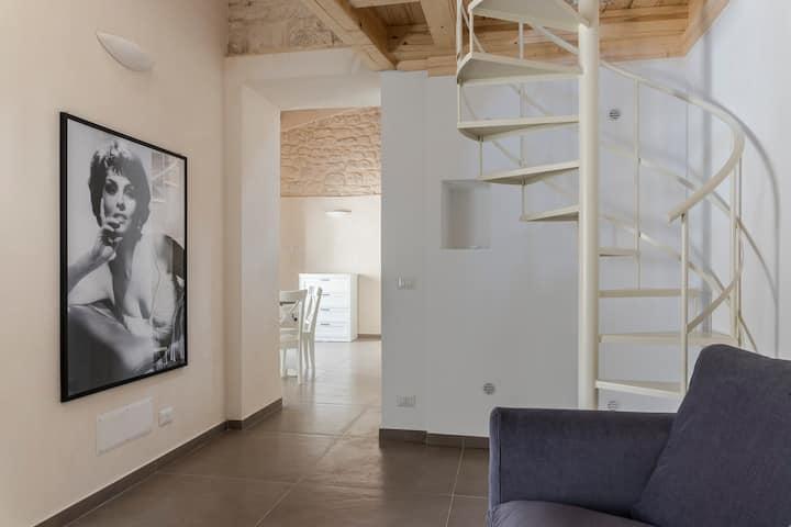 La Dolce Vita - Stilish Downtown Duplex  (Wifi/AC)