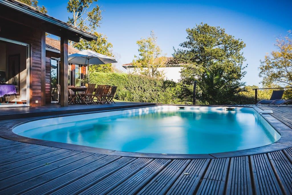 Villa moderne tout en bois avec piscine et sauna villas for Piscine tout en bois