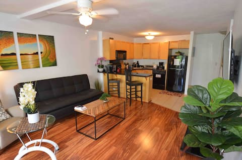 * Spacious Condo /king bed /hart of Waikiki beach❤️