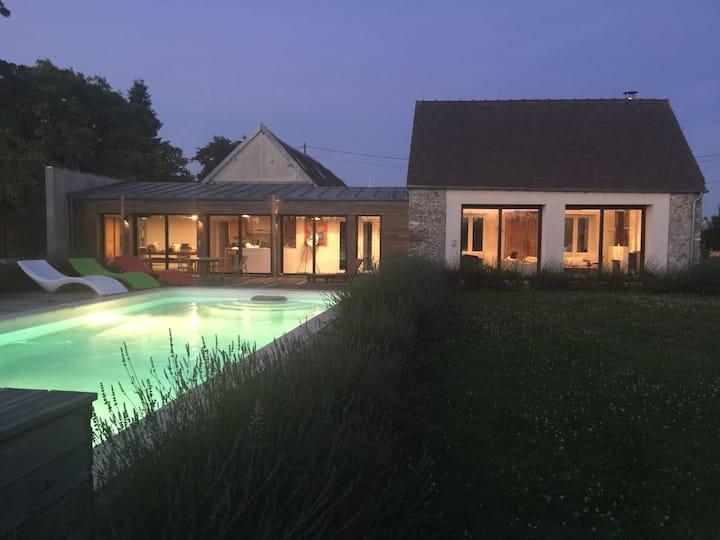 Large villa with pool 1 hour Paris