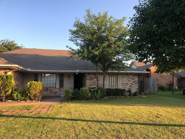 5 beds, 2 living room home, 2 pools, tennis court,