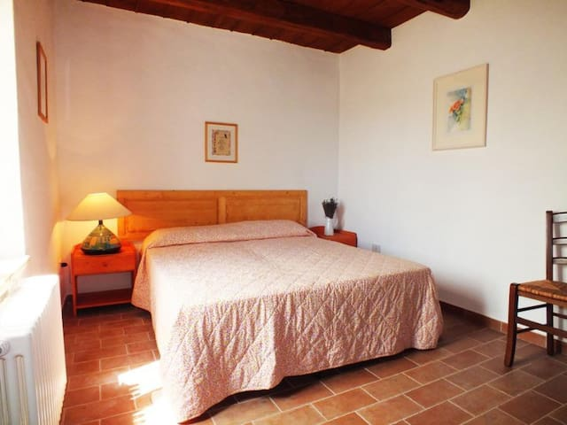 Casa nella quiete della campagna, plurifamiliare - Monte San Vito - Bed & Breakfast