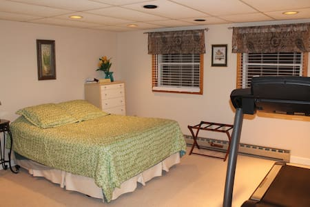 Private suite with separate entrance - State College