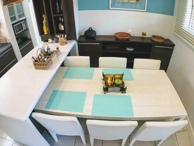 Mesa de Jantar para 6 lugares