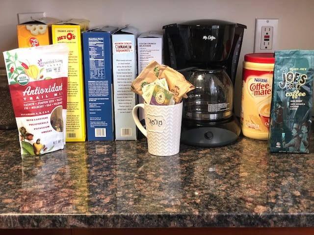 Help yourself to a light yummy breakfast on us! all the essentials are available such as bread, butter, jelly and milk.  in addition to frozen and fresh fruit on the counter. Coffee and tea is also available in addition to cold and hot cereal.