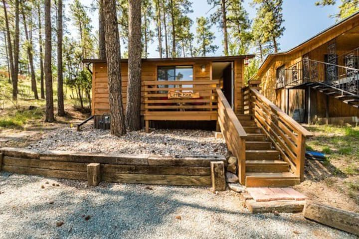 Little Pine Cabin -Perfectly Located-WiFi/Netflix