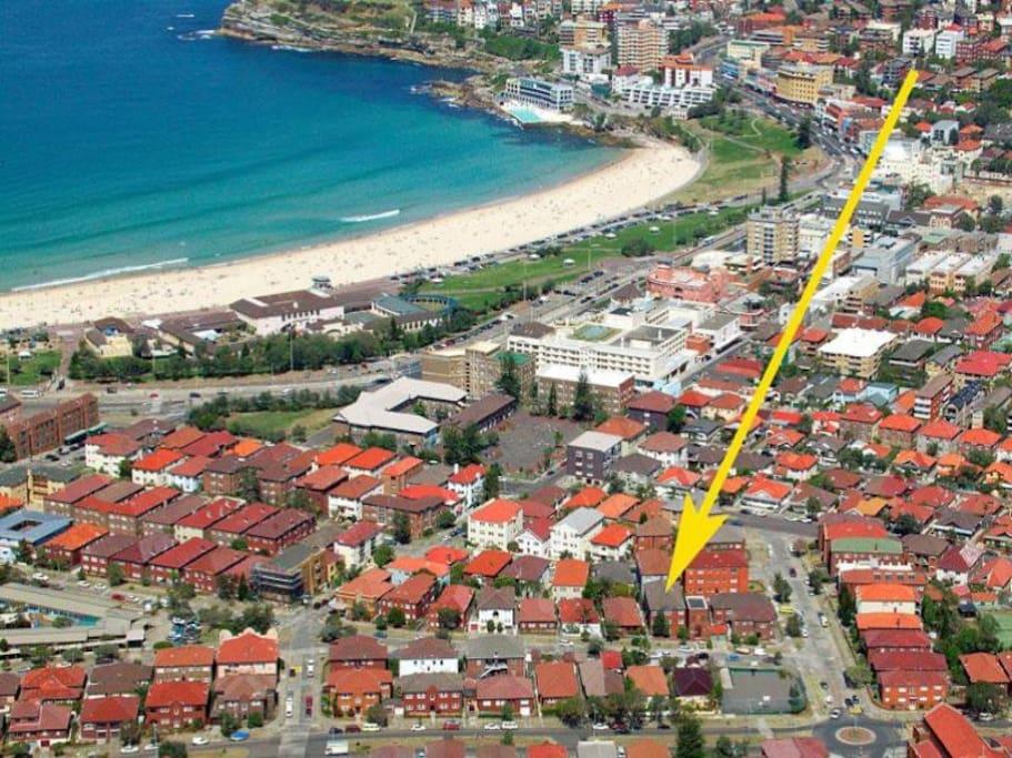 7 minute stroll to Bondi Beach!