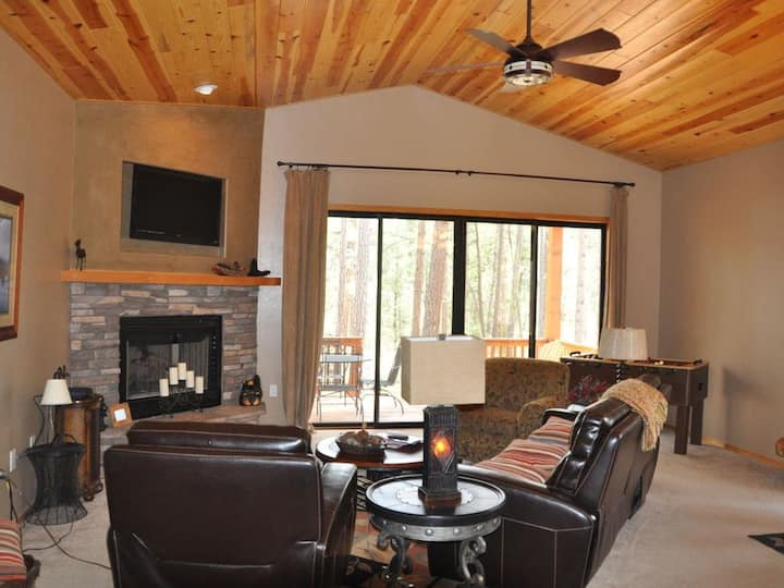 Torreon Cabin, * Backs to the forest! Sleeps 8
