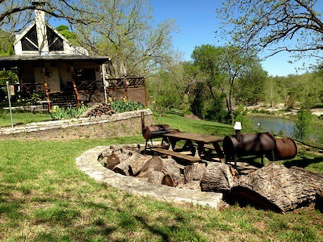Osprey Haus on the Guadalupe River - Canyon Lake - Apartamento
