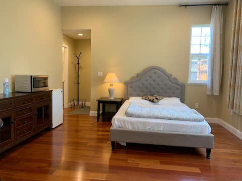 Dedicated entry private deluxe room Fremont Tesla