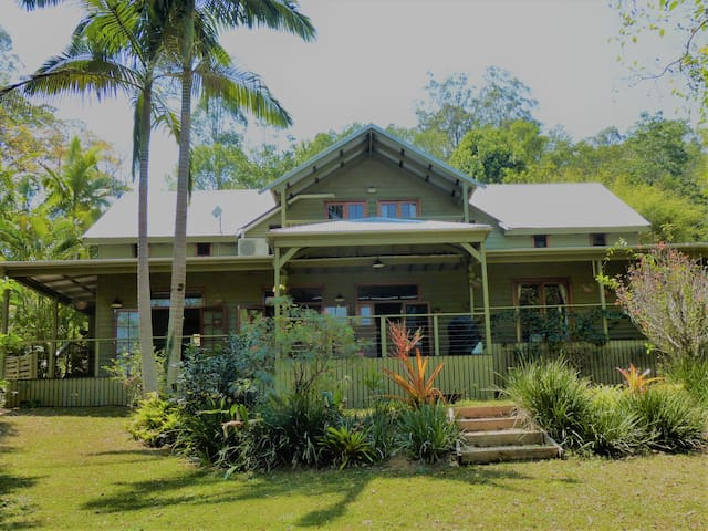 Magnolia Cottage-Stunning Noosa Hinterland Retreat