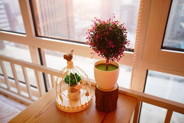 CBD万达浪漫蜜月情侣爱巢经典大床房 中央CBD精装酒店式公寓 - Qingdao - Lägenhet