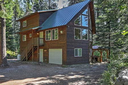 Secluded 4BR Leavenworth Cabin - Stuga
