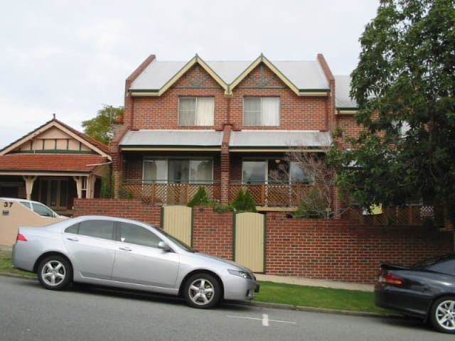 Room available for ONLY female in Perth City!