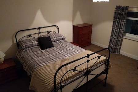 DB room with private living room - Driffield - Ház