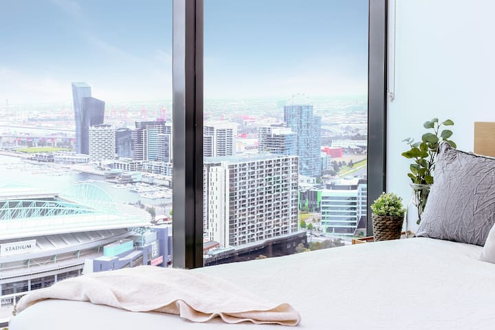 Cozy CBD Apartment, Stunning Views + FREE Parking