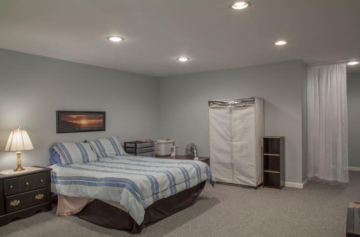 Newly Remodeled Basement Bedroom - Nottingham - Casa adossada