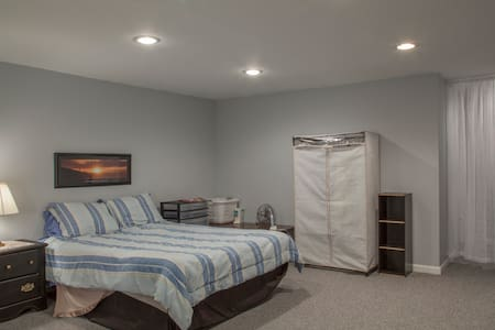 Newly Remodeled Basement Bedroom - Nottingham - Maison de ville