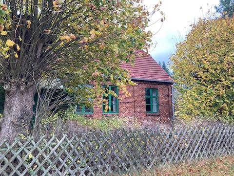 Für Naturliebhaber, altes Haus im Kaarzer Holz