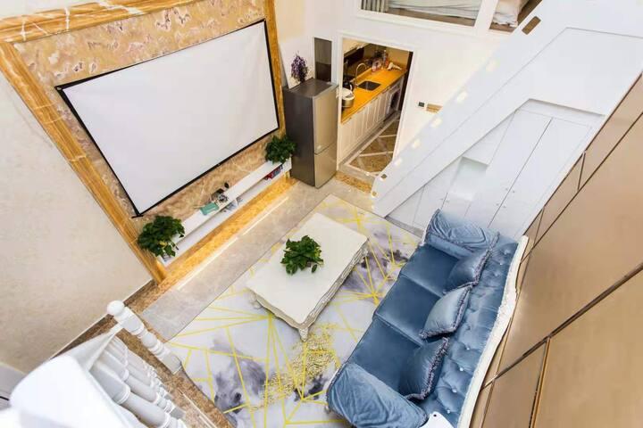 百寸投影 中心区 罗湖口岸三公里 近地王 华讯中心三房复式 顶级配置奢享空间