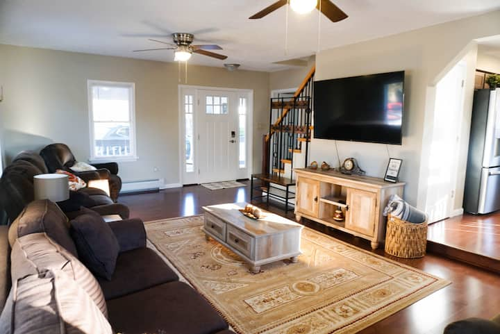 Newly renovated house in heart of Tannersville- 5 mins to skiing & outlets