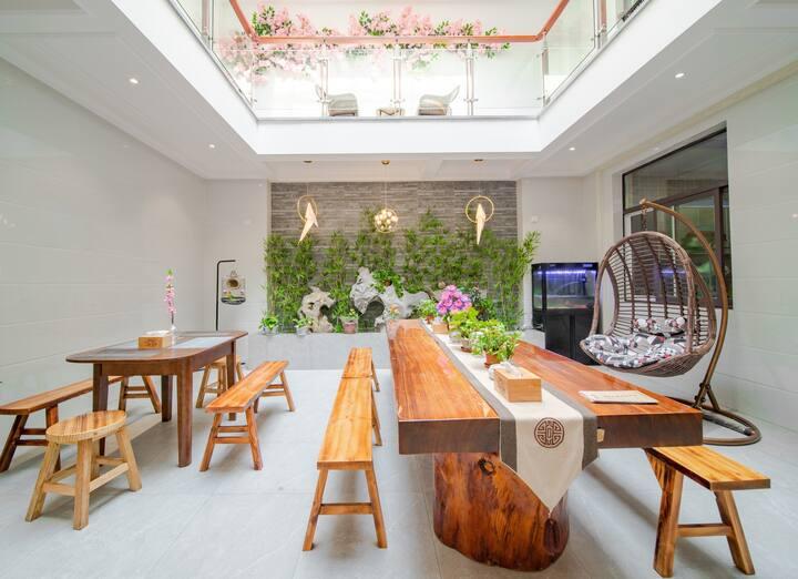 无锡弄堂里客栈,靠近灵山和拈花湾景区,房屋整栋出租,提供10个房间,可增加。适合多人聚餐,聚会。