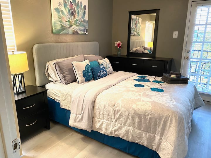 ONE BED ONE BATH AFFORDABLE OASIS WITH BALCONY!