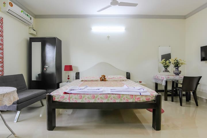Private room1 for 3 Near Calangute beach (VC02)