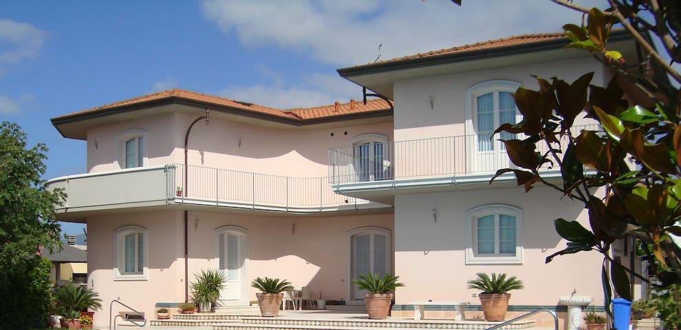 Soggiorno Divino(Heavenly Stay) in Madonna d.acqua - Madonna Dell'acqua - Apartamento