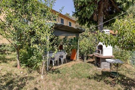 Relax nell'Appennino con ampio giardino privato - Campo Tizzoro - Lägenhet