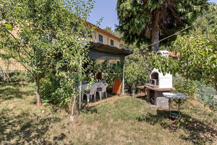Rustico nell'Appennino con giardino privato