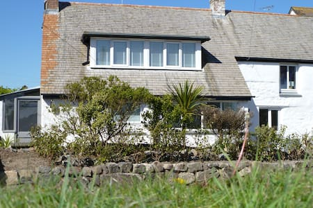 NEW!  Yellow Fish Cottage, Ruan Minor, Cornwall - Maison