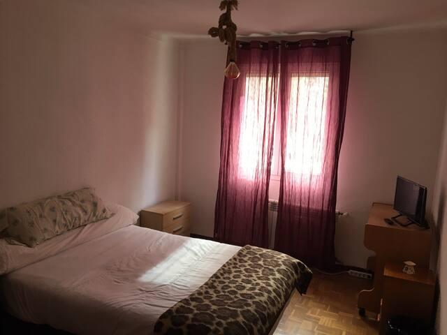 Dormitorio acogedor luminoso