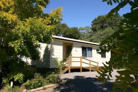 Millicent Hillview Caravan Pk 3 Room Holiday Cabin