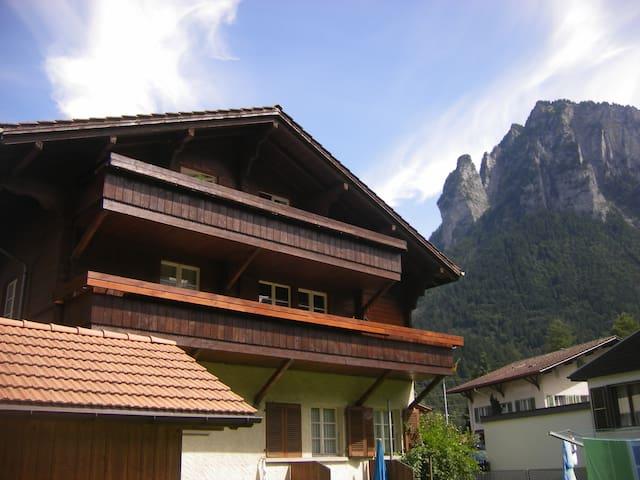 4 1/2 Zimmer Wohnung mit 2 gr. Balkonen