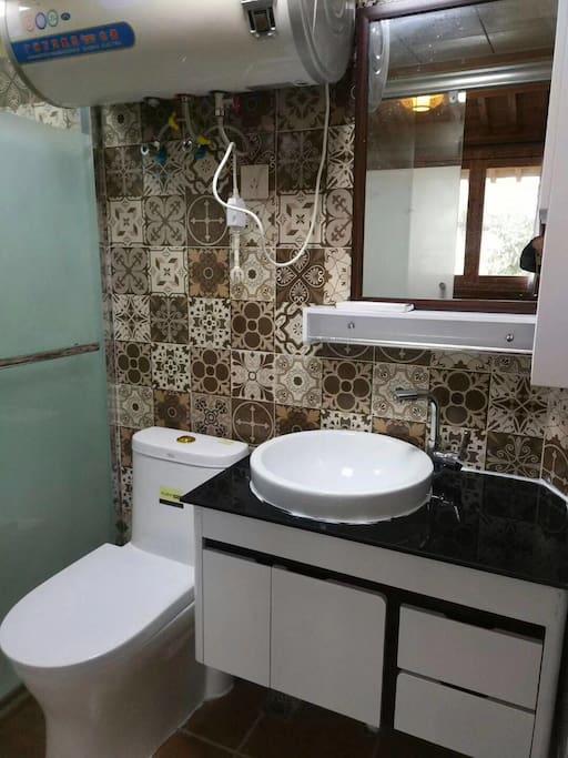 每个房间都有独立卫生间和24小时热水