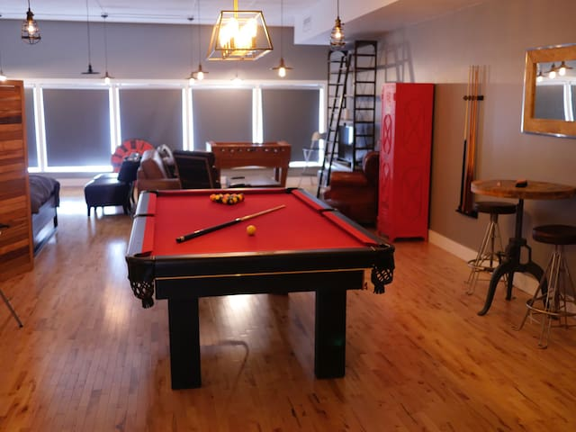 VILLERAY GAME LOFT- Welcome! Sleep 6 to 14 persons