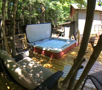 St-Sauveur/Morin-HeightsPRIVATE,HOT-TUB,FIREPLACE