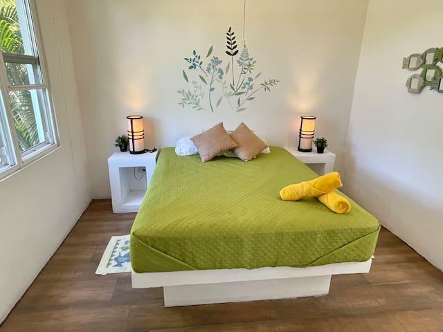 Dormitorio # 4 hasta para 2 personas (1 cama tamaño Queen)