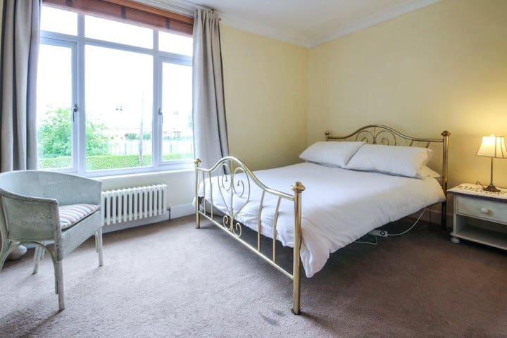 Double room with private bathroom in Walmer.