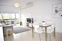 Light, Bright And Fully Renovated Unit