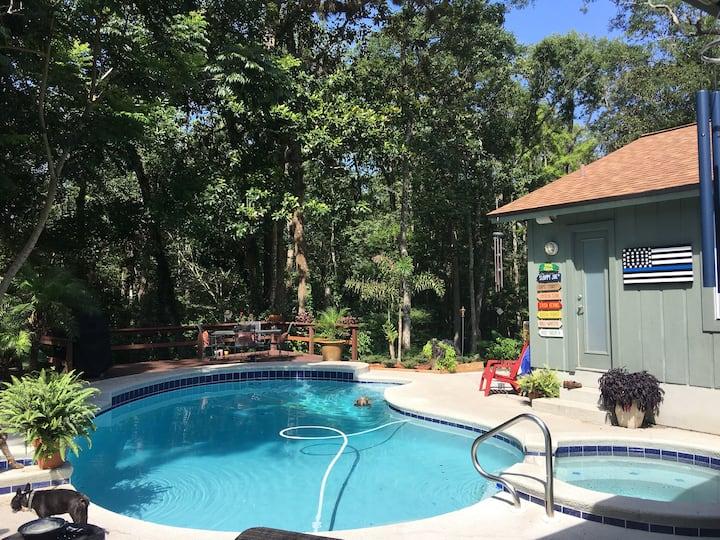 The Mandarin Hideaway Poolside