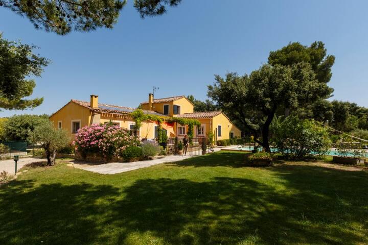 Villa avec Piscine à Cornillon Confoux en Provence