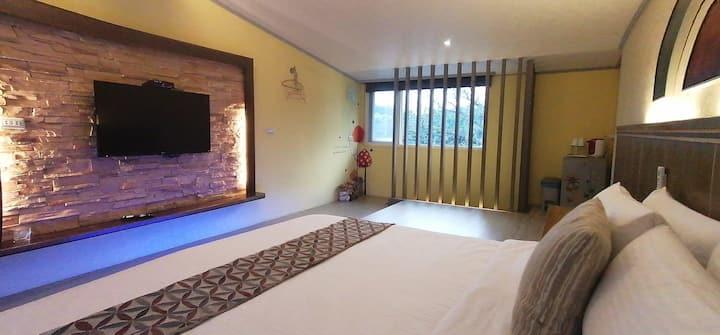 雙人溫泉輕旅客房 (舒適加大床墊) 可依額外人數:加床 房內可享溫泉大浴池