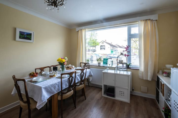 Delightful House in Terenure Room 1