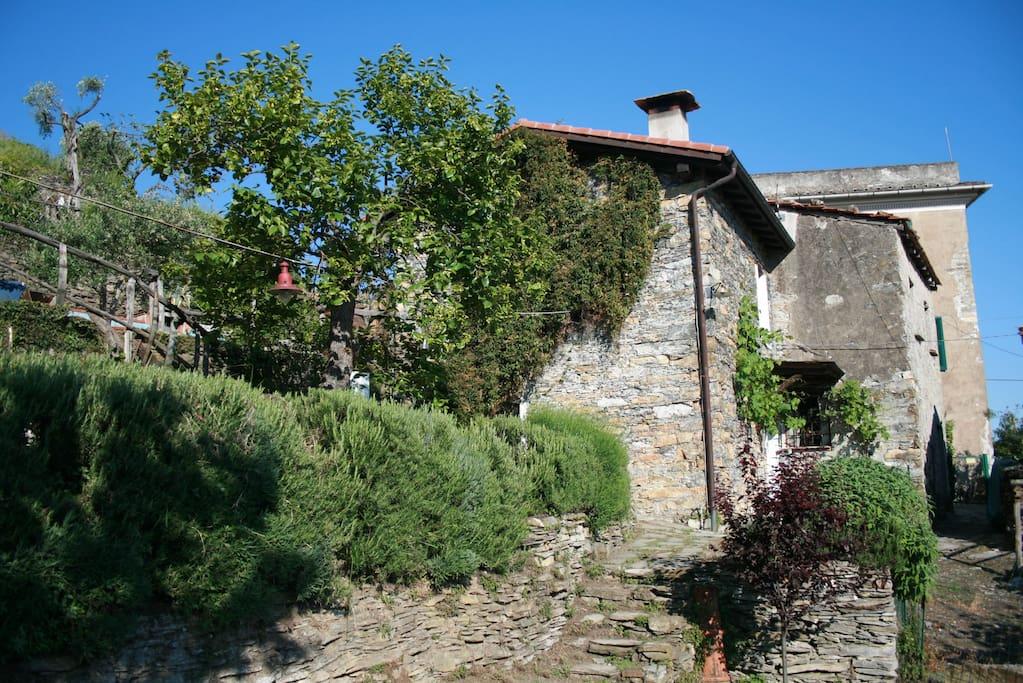 Casa zefira vista mare nel verde di chiavari case in for Piani di casa del sud avvolgono portico