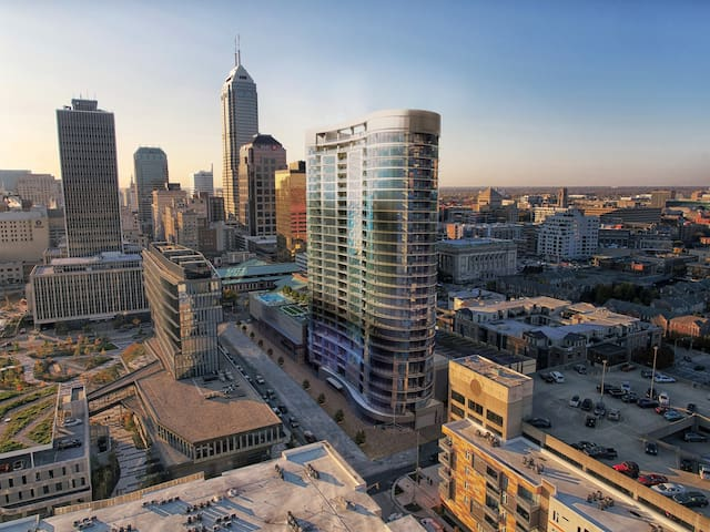*Studio with VIEWS in the heart of Downtown Indy*